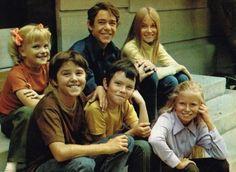 The Brady kids aka The Brady Bunch Brady Family, Brady Kids, Family Tv, Old Tv Shows, Best Tv Shows, Movies And Tv Shows, Favorite Tv Shows, Eve Plumb, The Brady Bunch