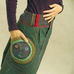 """Sukně """"Crazy dark green"""" Delší varianta Crazy sukýnky. Originální, veselá, hravá sukně, navržená v kombinaci plátna, džínoviny a úpletu. Na džínových kapsách zdobená dírkováním s ručním obšitím v několika barevných odstínech. Sukni doporučuji nosit spadlou na boky. Sukně je přes boky volná, takže se přizpůsobí různým postavám. Velikost na objednání - ..."""