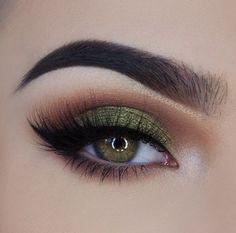will remove eye makeup makeup looks for hazel eyes makeup night . - Eye make-up - Makeup Looks For Green Eyes, Pretty Eye Makeup, Green Makeup, Colorful Eye Makeup, Simple Eye Makeup, Natural Eye Makeup, Eye Makeup Tips, Colorful Eyeshadow, Cute Makeup