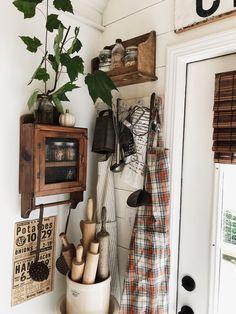 1800s Home, Simple Kitchen Design, Diy Home Decor, Room Decor, Apartment Makeover, Minimal Home, Simple House, Rustic Kitchen, Farmhouse Decor
