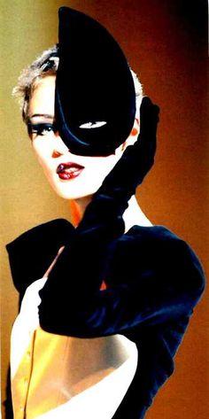 Thierry Mugler designer vintage fashion retro repro styles feel like gone space age. Ellen Von Unwerth, The Lone Ranger, Thierry Mugler, Philip Treacy, Vogue, Strike A Pose, Looks Style, Blue Velvet, Headdress