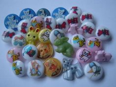 CUTE LOT 32 VINTAGE CHILDRENS NOVELTY BUTTONS IDEAL CARDS JEWELLERY CRAFTS ETC | eBay