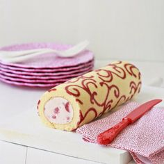 Patterned Swiss Roll Recipe with Strawberries & Cream Filling (step by step). Beautiful dessert, if you find yourself with 2 free days to make it.