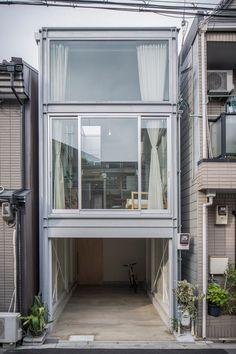 Narrow Modern House Design: A Narrow House Built Within Heavily Populated Osaka Japanese Architecture, Interior Architecture, Interior And Exterior, Narrow House, House Built, Japanese House, Modern House Design, Japan House Design, Minimalist Home