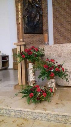 Church Flower Arrangements, Floral Arrangements, Church Design, Bongs, Ikebana, Xmas, Christmas, Florals, Creative