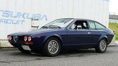 Classic Car News Pics And Videos From Around The World Alfa Romeo Gtv6, Alfa Gtv, Super Cars, Classic Cars, Pretty Cars, Vehicles, Amy, Wheels, Stickers