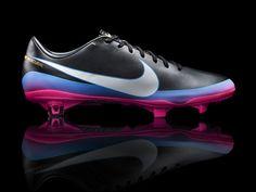 Cristiano Ronaldo presenta sus nuevos zapatos en exclusiva para. Tenis Para  FutbolTenis Futbol RapidoZapatos De FútbolZapatillasBotasGuayos NikeTenis  ... 544d089d523eb