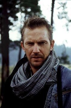 REVENGE, Kevin Costner, 1990, scarf                                                                                                                                                      Más