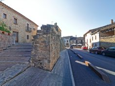 Paving works in the medieval town of Ullastret, Girona, Spain. 1982-85. Arch: Josep Lluis Mateo