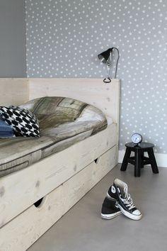 Stoer bed van steigerhout voor jongens en meiden. #stoer #jongenskamer #meidenkamer #inspiratie