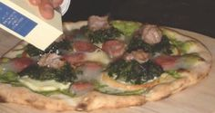 Argento di Napoli (Silver of Naples) This is a restyling of the famous pizza Salsiccia e Friarielli (Sausage and Rapini), called Silver of Naples. Naples Pizza, Gourmet Pizza Recipes, Sausage, Tacos, Ethnic Recipes, Silver, Food, Pizza, Sausages