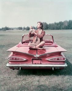 Pink Retro Cadillac ☆ Girly Cars for Female Drivers! Love Pink Cars ♥ It's the dream car for every girl ALL THINGS PINK!