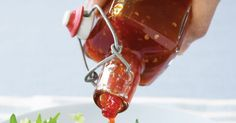 s easy to make your own tasty Thai-style chili sauce. Chilli Jam, Sweet Chilli Sauce, Sweet Chili, Chilli Seeds, Sauce Recipes, Real Food Recipes, Yummy Food, Healthy Food, Tasty Thai
