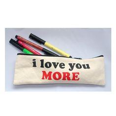 Estuche para guardar lápices, maquillaje, etc. Tamaño : 25x8 cms Material: lona baudelino.com