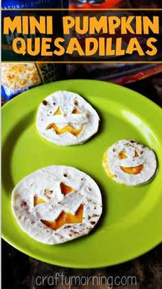 Mini Pumpkin Quesadillas are a super fun and creative school lunch idea! @craftymorning0 #quesadilla