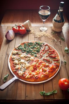 Assortment of advertisement projects for Various Establishments Pizza Logo, Vegetable Pizza, Behance, Ads, Vegetables, Gallery, Projects, Check, Food