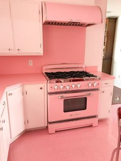 Yesterday, Elizabeth invited us to balance her selection of floor tiles for her Blue Bathroom Retro Pink Kitchen Appliances, Black Appliances, Kitchen Gadgets, Big Chill, Retro Renovation, Home Renovation, Retro Home, Modern Retro, Vintage Modern