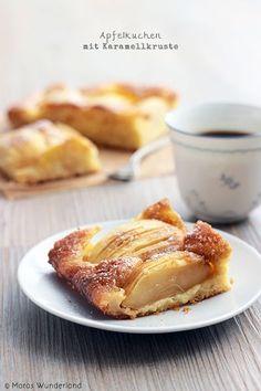 Apfelkuchen mit Karamellkruste- Apple Cake with Caramel Crust Apple Recipes, Sweet Recipes, Baking Recipes, Fall Recipes, Just Desserts, Dessert Recipes, Healthy Desserts, German Baking, Sweet Bakery
