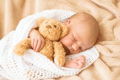 Help your baby transition from womb to world The Babys, Cute Baby Photos, Baby Pictures, Baby Infographic, Foto Baby, Memorial Hospital, Baby Milestones, Baby Sleep, Good Night Sleep