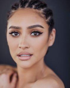 Shay Mitchell natural makeup