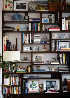 NYC Apartment Tour Designer Ariane Goldman's West Village Apartment A Cup of Jo Home Interior, Interior Design, Luxury Interior, Bookshelf Design, Bookshelf Decorating, Bookshelf Styling, Decorating Ideas, Black Bookshelf, Bookshelf Ideas