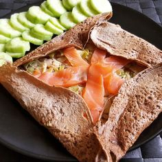 Breton pancakes with leek fondue & smoked salmon - Today I offer you a balanced and delicious garnish idea for your Breton pancakes (or buckwheat panc - Veggie Recipes, Wine Recipes, Cooking Recipes, Healthy Recipes, Classic French Dishes, French Crepes, Savory Crepes, Western Food, Crepe Recipes