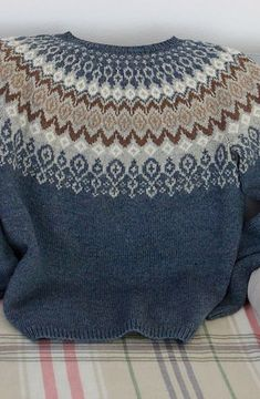 Knitting Patterns Sweaters svissari I have tried again as a designer and made an Iceland sweater. Sweater Knitting Patterns, Knitting Stitches, Knitting Designs, Knit Patterns, Baby Knitting, Punto Fair Isle, Norwegian Knitting, Icelandic Sweaters, Fair Isle Pattern