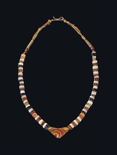 A WESTERN ASIATIC BANDED AGATE AND CARNELIAN BEAD NECKLACE - CIRCA 3RD-2ND MILLENNIUM B.C.