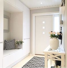 48 Adorable Small Entryway Makeover Decor Ideas Domed ceilings, open entryways, and big doors are ideal for houses close to the beach. Hallways are narrower than the typical room. Leather sofa suites are a great choice for any home. You will als… Design Entrée, Flur Design, House Design, Layout Design, Casa Mix, Hallway Storage, Ikea Hallway, Interior Decorating, Interior Design