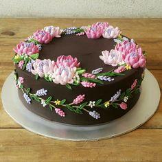 Pretty Cakes, Beautiful Cakes, Cute Cakes, Amazing Cakes, Cake Decorating Techniques, Cake Decorating Tips, Cookie Decorating, Fondant Cupcakes, Cupcake Cakes