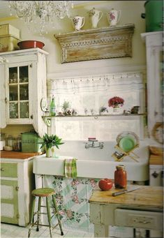 I adore this kitchen. Who wouldn't be happy to cook in here!
