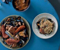 Zuppa di pesce alla crotonese con frutti di mare e spaghetti