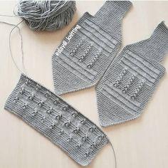 erkek bebek yelegim photos and videos Baby Knitting Patterns, Baby Cardigan Knitting Pattern, Baby Boy Knitting, Knitting Blogs, Knitting Stitches, Baby Vest, Baby Pants, Baby Baby, Dm Foto