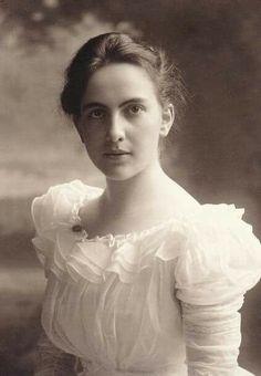 Young edwardian lady