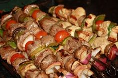 One of my favorite Sunday Dinner menus to have when the weather is nice and we are looking for something to grill are shish kabobs. Grilling Recipes, Beef Recipes, Healthy Recipes, Smoker Recipes, Cooking For A Crowd, Food For A Crowd, Shish Kabobs, Kebabs, Skewers