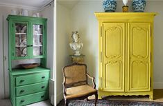 Country furniture gives home owners the opportunity to create a unique look that can be developed over time. Here are some ways to paint country furniture. Furniture Projects, Furniture Makeover, Diy Furniture, Painting Furniture, Plywood Furniture, Bedroom Furniture, Modern Furniture, Tuscan Furniture, Cherry Furniture