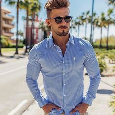 Do you like this casual look ? Fashion Hub, Grey Fashion, Daily Fashion, Mens Fashion, Fashion Outfits, Fashion Trends, Prada Outfits, Fashion Today, Casual Outfits