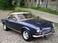 FIAT-124-spider blue