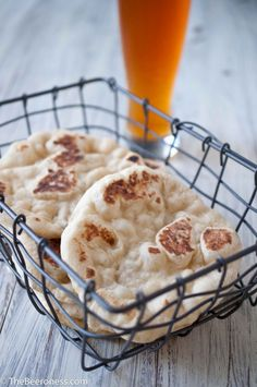 {homemade garlic beer pita bread} about 15 minutes active time, 45-60 mintues of rise time. well worth it! cook, garlic beer, pitas, pita bread, beer pita, food, breads, homemad garlic, recip