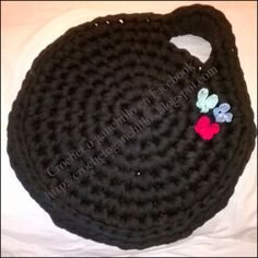 Crochet o ganchillo: Bolso redondo negro http://crochetoganchillos.blogspot.com https://www.facebook.com/pages/Crochet-o-ganchillo/465378413574688?ref=tn_tnmn