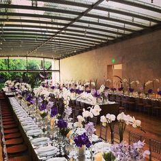 All set at the Nasher Sculpture Center with @eastonevents Events by Jackson Durham #jacksondurham #wedding #weddingflowers #floral #flowers #floraldesign #events #eventdesign #nasher #nashersculpturecenter #purplefloral #modern