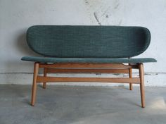 ou un canapé Hans Wegner Take A Seat, Love Seat, Cool Furniture, Furniture Design, Love Chair, Scandinavian Furniture, Mid Century Modern Furniture, Mid Century Design, My Living Room