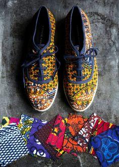 Yvonne Koné Escarpins à talons hauts style ethnique tendance tribale en tissu africain wax ankara. Retrouvez toute les sélections de mode africaine sur le blog de CéWax: https://cewax.wordpress.com/tag/selection/