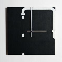 Монохромные настенные часы в стиле лофт