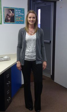 How to Dress Professionally on a Teacher's Income - business professional outfits on a budget Professional Teacher Outfits, Student Teaching Outfits, Professional Dresses, Teacher Dresses, Summer Teacher Outfits, Teacher Clothes, Teacher Shirts, Legging Outfits, Slimming World
