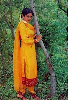 Hindi Actress, Bollywood Actress, Stylish Dress Designs, Stylish Dresses, Indian Hot Images, Simplicity Is Beauty, Saree Dress, Most Beautiful Indian Actress, Beautiful Saree