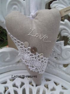 Lydias Treasures ... Tilda Heart in Linen