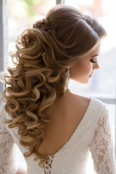 Great curls and dress
