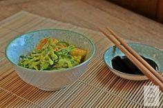spaghetti di zucchine al curry con gamberi