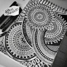 Image about art in Draw 🎨 by Sara Maioli on We Heart It Mandala Doodle, Easy Mandala Drawing, Mandala Sketch, Mandala Art Lesson, Mandala Artwork, Doodle Art Drawing, Mandalas Drawing, Zentangle Drawings, Dragonball Z